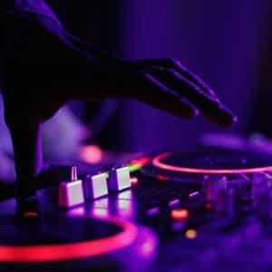 How Can You Become DJ Without Having A Turntable